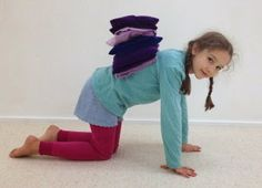 Yoga para Crianças Felizes: Sequências de Yoga para Crianças pela Professora E... Kid Yoga, Yoga For Kids, Professor, Harem Pants, Mindfulness, Happy Children, Yoga, Teacher, Harlem Pants