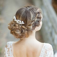 Bridal hair comb Pearl bridal headpiece Wedding comb Pearl hair accessory Pearl bridal hair comb Pearl hair piece Wedding comb by AnnAccessoriesStudio on Etsy https://www.etsy.com/listing/292963055/bridal-hair-comb-pearl-bridal-headpiece