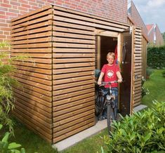Bauplan Schuppen Build a Shed With Pallets - Hidden Secret to Free Quality Wood Do you need a storag Bicycle Garage, Bike Shed, Pallet Shed, Pallet House, Backyard Sheds, Outdoor Sheds, Garden Sheds, Shed Blueprints, Diy Storage Shed