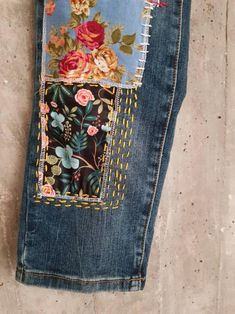 Hand made Patched Denim embowered slime Jeans / Reworked patched painted Vintage Jeans boyfriend jeans clothing Vintage Jeans, Redone Jeans, Levis 501, Painted Jeans, Hand Painted, Visible Mending, Denim Ideas, Denim Crafts, Patchwork Jeans