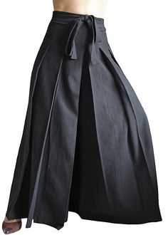 Women's Dresses – ChomThong Hand Woven Cotton Hakama Pants - 2019 Mode Black Women Fashion, Fashion Tips For Women, Womens Fashion, Fashion Fall, 90s Fashion, Girl Fashion, Mode Outfits, Trendy Outfits, Clothes For Women In 30's