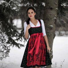 Dirndl THERESA #merrychristmas #roosaroth #dirndl #dress #theresa #dirndlkleid #dirndlbluse #camille #lace #look #winter #dirndlliebe #tracht #tradition #photography #bestoftheday #ootd #snow #xmas #christmas