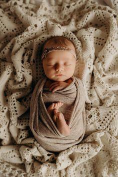 Foto Newborn, Newborn Baby Photos, Newborn Posing, Newborn Shoot, Newborn Pictures, Baby Girl Newborn, Lifestyle Newborn Photography, Newborn Baby Photography, Newborn Fotografie