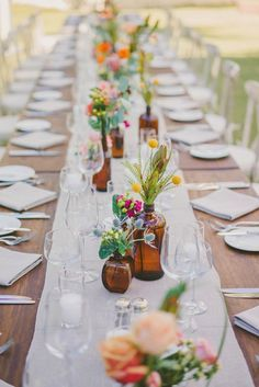 14 spring wedding photo ideas to incorporate into your big day& shot list. - - 14 spring wedding photo ideas to incorporate into your big day& shot list. 14 spring wedding photo ideas to incorporate into your big day& shot list. Wedding Table Flowers, Wedding Table Settings, Wild Flower Wedding, Place Settings, Simple Wedding Table Decorations, Long Wedding Tables, Casual Wedding Decor, Floral Wedding, Wedding Ceremony