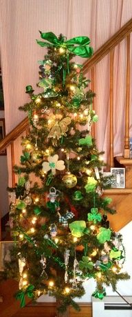 Mom always has a tree for every holiday:) St. Patrick's Day Tree… Mom always has a tree for every holiday:) Christmas Tree Themes, Holiday Tree, Christmas Traditions, Christmas Tree Ornaments, Holiday Decor, Irish Christmas, Noel Christmas, St Paddys Day, St Patricks Day