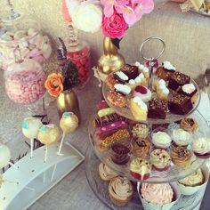 Détails mini gâteaux, cake pops, cupcakes, verrines, éclairs