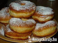 Légies szalagos fánk   Receptkirály.hu Hungarian Recipes, Bagel, Doughnut, Food To Make, Hamburger, French Toast, Food And Drink, Bread, Breakfast