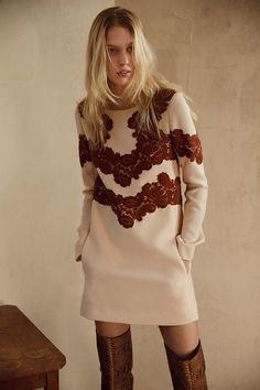 Chloé Pre-Fall 2015 Runway – VogueThis dress are differnt and lovley !