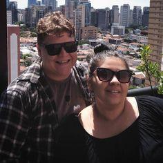 São Paulo você nos deixou resfriados mas ainda te amamos.  #TimelineAcessível Foto Cris e Panda no sol (Thanks God kkkkk)