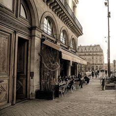 Le Fumoir . . . . #lefumoir #france #parisjetaime #parismonamour #topparisphoto #paris #seemyparis #parisian #europetrip #loveparis #love #city #JustLiveBarefoot #parisianstreets #instaparis #igersfrance #igersparis #parismaville #europe #travel #fashion #music #romantic #unlimitedfrance #wanderlust #igdaily