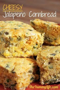 Chiles, corn & low-fat cheese make a flavorful, healthy recipe with the wholesome goodness of stone ground cornmeal. Great with chili & soup. Jalapeno Cornbread, Cheesy Cornbread, Jalapeno Corn Bread Recipe, Mexican Corn Bread Recipe, Jalapeno Recipes, Low Fat Cheese, Good Food, Yummy Food, Side Dishes