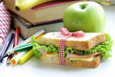 What's for lunch? Here are tips for a healthy school lunch for the kids! Healthy Eating Habits, Healthy Meals For Two, Healthy Kids, Healthy Snacks, Healthy Recipes, Healthy Granola Bars, Homemade Crunchwrap Supreme, Healthy School Lunches, Whats For Lunch