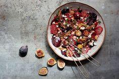 Bietjessalade met vijg en feta - Recepten - Culinair - Knack Weekend Lebanese Recipes, Ottolenghi, Recipe Boards, Foodies, Healthy Recipes, Healthy Food, Side Dishes, Salads, Brunch