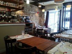Aux Trois Petits Cochons 28 rue la vieuville, paris 18 ème Tel: 0142333969 Métro: abbesses