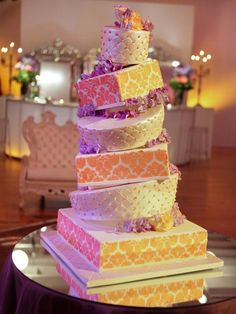 loook aat that cake. The crooked kills me a little, but the detail is incredible. And the best part was she ordered it the day before the wedding. Only on #Designstar...