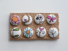 Fabric covered button pushpins by sara ~~ thesplitstitch, via Flickr