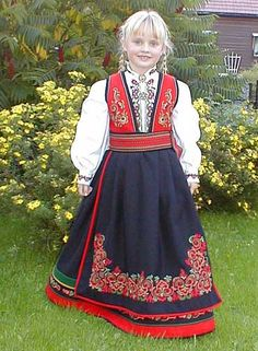 Klikk for å se neste bilde Folk Costume, Costumes, Norwegian People, Fashion Terms, Folk Clothing, Ethnic Dress, Folk Fashion, Norway, Cool Outfits
