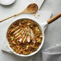 Tempted by takeout? Try this healthier take on the indulgent classic. This veggie-packed cauliflower chicken fried rice recipe has 18 grams of carbs, less than 400 calories, and 34 grams of protein. High Protein Recipes, Low Carb Recipes, Healthy Recipes, Healthy Foods, Cauliflower Fried Rice, Cauliflower Recipes, Carnivore, How To Cook Pork, Low Carb Lunch