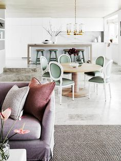 A coastal-style, open-plan kitchen, dining and living room. Living Room Cabinets, Living Room Shelves, Living Room Furniture, Living Rooms, Open Plan Kitchen Dining Living, Chic Beach House, Modern Rustic Homes, Australian Homes, Coastal Style