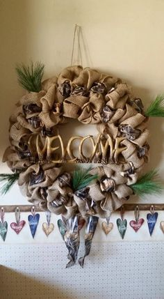 Antler Wreath, Burlap Wreath, Diy Projects To Try, Antlers, Christmas Wreaths, Sign, Holiday Decor, Awesome, Unique Jewelry