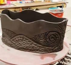 Check out this great slab pottery - what a clever theme Pottery Pots, Slab Pottery, Ceramic Pottery, Slab Ceramics, Organic Ceramics, Keramik Design, Pottery Handbuilding, Pottery Designs, Pottery Ideas