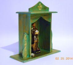 oratórios artesanais - Pesquisa Google Faith Crafts, Home Altar, Tin Art, Prayer Box, Hobbies And Interests, Repurposed Items, Assemblage Art, Religious Art, Chalk Paint