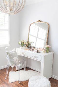 Vanity Room, Vanity Decor, Mirror Room, Small Vanity Table, Vanity Tables, Classic Home Decor, Stylish Bedroom, Decorating Small Spaces, Home Decor Bedroom