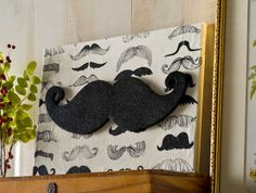 Make a glitter DIY mustache canvas