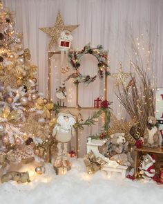In this DIY tutorial, we will show you how to make Christmas decorations for your home. The video consists of 23 Christmas craft ideas. Baby Christmas Photos, Christmas Photo Booth, Christmas Hacks, Christmas Mood, Christmas Minis, Outdoor Christmas, Christmas Crafts, Xmas, Christmas Ceiling Decorations