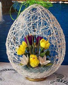 DIY Easter Egg Basket from Thread « Diy Decoration 2019 Easter Flower Arrangements, Easter Flowers, Easter Egg Crafts, Easter Projects, Easter Egg Basket, Easter Eggs, Spring Crafts, Holiday Crafts, Deco Floral