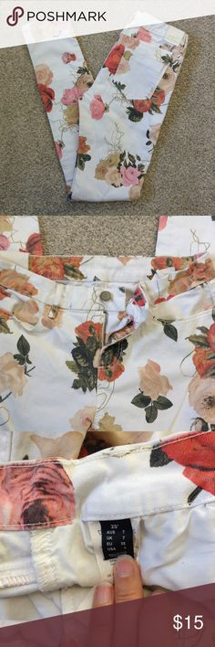New Item Floral Skinny Jeans Adorable floral print skinny jeans. Pre loved but in great shape. Still have lots of life! Need a loving home! Not sure of the brand. PacSun maybe? Jeans Skinny