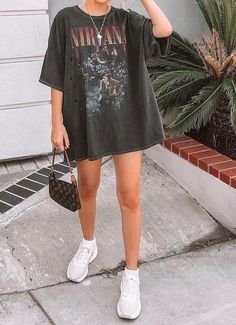 roupas fashion Baddie outfit ideas is a g - fashion Grunge Outfits, Mode Outfits, Girl Outfits, Spring Outfits, Band Tee Outfits, Black Summer Outfits, White Outfits, Sweater Outfits, Aesthetic Grunge Outfit