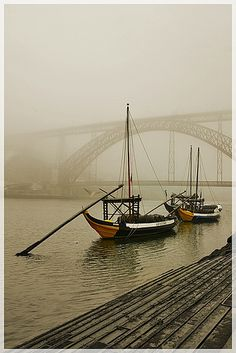 The Portuguese Rabelo boat is a typical vessel of the Douro River that traditionally carried the casks of Port Alto Douro, where the vineyards are located, to Vila Nova de Gaia - Porto, where the wine was stored and subsequently marketed and sent to other countries.