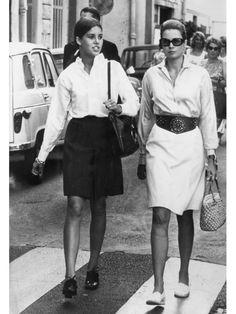 【ELLE】写真1 シャツで魅せる、気高いリゾートスタイル 女優からプリンセスに。グレース・ケリーに学ぶ、マイナスのおしゃれとは? エル・オンライン