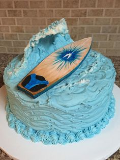 Surfboard Big Wave Grooms Cake Red velvet cake with waves of ocean blue cream cheese buttercream frosting. Big wave cut from styrofoam cup. Big Cakes, Fancy Cakes, Surfer Cake, Surfboard Cake, Sand Castle Cakes, Velvet Cake, Red Velvet, Hawaii Cake, Wave Cake