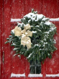 Beautiful green wreath on festive red door!!! Bebe'!!! Love holiday wreaths!!!