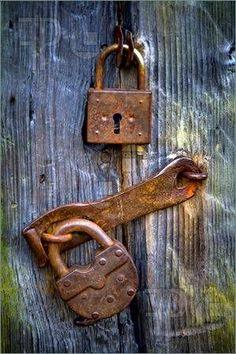 Asma kapı kilitleri