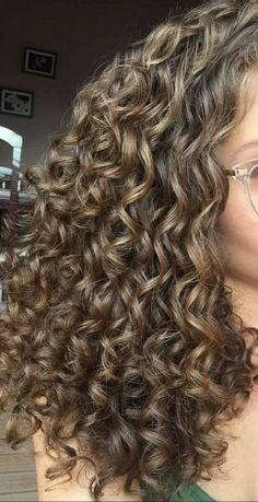 hairstyles short length hairstyles with curly hair ends hairstyles hairstyles highlights hairstyles to do hair videos curly hairstyles for work hairstyles oval face shape Dyed Curly Hair, Colored Curly Hair, Curly Hair Tips, Curly Hair Care, Updo Curly, Curly Girl, Cute Curly Hairstyles, Oval Face Hairstyles, Bob Hairstyles