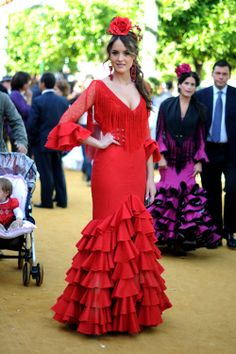 gorgeous dress Flamenco Dancers, Flamenco Dresses, Estilo Popular, Flamingo Costume, Spanish Dress, Ethnic Outfits, Beautiful Costumes, Folk Fashion, International Fashion