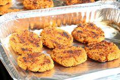 Quinoa- og søtpotetburger - LINDASTUHAUG Tapas, Muffin, Health Fitness, Vegetarian, Breakfast, Food, Morning Coffee, Essen, Muffins
