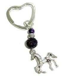 Schlüsselanhänger mit lila Perlen und Pferd von Charms Bine auf DaWanda.com