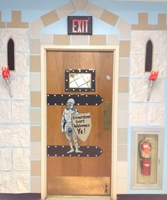 Castle entrance Perfect for our homeschool classroom door CCM Beta Year-Middle Ages Castle Theme Classroom, Classroom Door, Classroom Design, Classroom Displays, Classroom Themes, Castles Topic, Chateau Moyen Age, Castle Doors, Château Fort