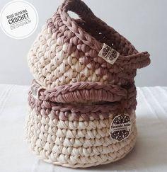 Dupla de cestos multiuso em pronta entrega 😍💕 o maior mede 21x12 cm e o menor 17x10 cm. Impossível não se apaixonar 😄💟 #basket #kitdecestos #decorarmaispormenos #decoracao #fiosecologicos #fiosdemalha #tonsneutros #cestoorganizador #cestosmultiuso #crochet #livingcrochet