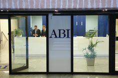 """Dure sentenze contro le banche: """"No agli interessi sugli interessi"""" - La Stampa"""