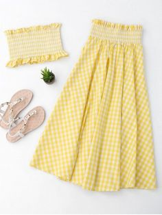 Ruffles Smocked Tube Top And Checked A-Line Maxi Skirt - Yellow Two Piece Dress, Two Piece Outfit, Crop Top Outfits, Skirt Outfits, Casual Dresses, Casual Outfits, Fashion Outfits, Trendy Fashion, Maxi Skirt Black