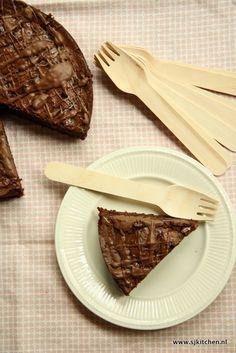 Mijn favoriete chocoladereep is (by far) de Tony's Chocolonely Karamel Zeezout. Als ik er een in huis heb dan overleeft hij het geen dag. Al een tijdje lie
