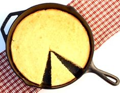 Make yourself some heavenly cornbread with this easy Skillet Cornbread Recipe! Using cast iron is such an easy way to infuse extra flavor into your recipes. Pumpkin Spice Cookie Recipe, Best Pumpkin Bread Recipe, Pie Spice Recipe, Homemade Pumpkin Puree, Baked Pumpkin, Sweet Tea Recipes, Chili Recipes, Rib Recipes, Apple Recipes