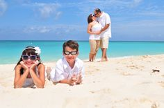 family picture beach pose.totally doing this in Cali