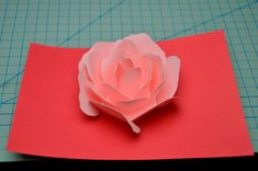 This tutorial will show you how to make the rose pop up card. This is a great craft idea to make for a Valentine& day card or Mother& day card. This rose pop up card turned out better than I had hoped. The rose petals. Pop Up Flower Cards, Pop Up Flowers, Paper Flowers, Kirigami, Birthday Card Pop Up, Birthday Box, Pop Up Card Templates, Origami Templates, Diy Origami