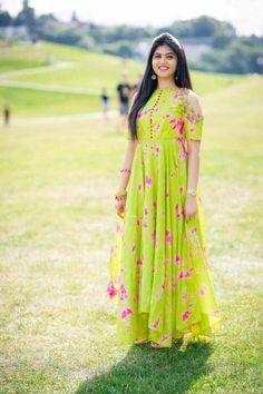 New Dress Hijab Gowns Style Ideas Kurta Designs Women, Blouse Designs, Salwar Designs, Indian Designer Outfits, Designer Dresses, Frock Models, Long Dress Design, Long Gown Dress, Hijab Style